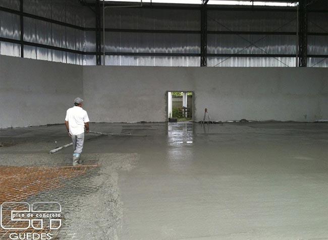 Execução de piso de concreto