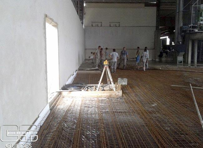 Execução de piso de concreto armado