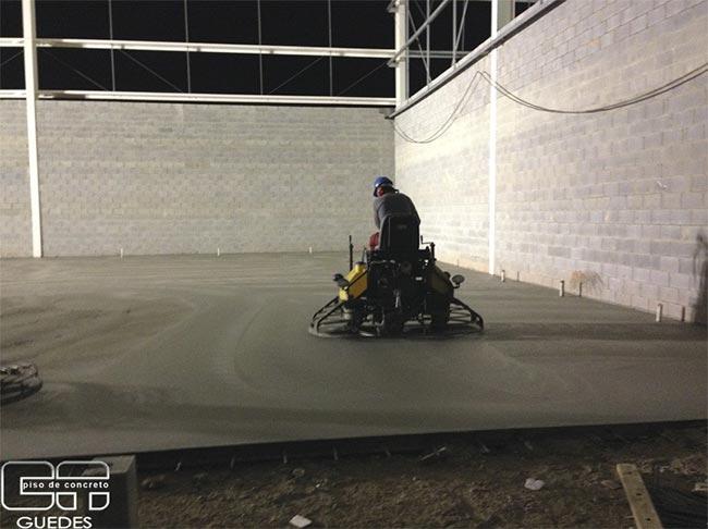 Execução de piso de concreto industrial