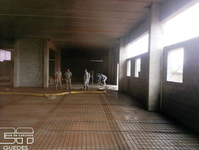 Execução de piso industrial de alta resistência