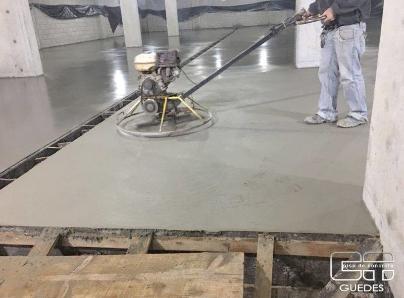 Piso de concreto quanto custa